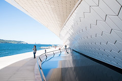 MAAT - The Museum of Art, Architecture and Technology (Maria Eklind) Tags: themuseumofartarchitectureandtechnology maat lisbon amandalevete street cityview museum city streetview bridge lissabon bro portugal lisboa pt architecture reflection spegling