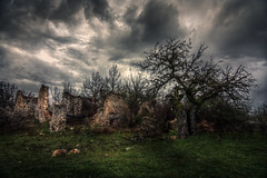 Ruins (loic.pettiti) Tags: programmanual lens1228mmf4g f71 speed125 iso100 focallength120mm35mmequivalent180mm focusmodeafc afareadynamicarea shootingmodeexposurebracketing ircontrol vroff ev43 meteringmodemultisegment wbauto1 focusdistance398m dofinf081minf hyperfocal101m