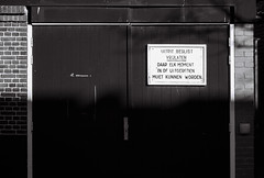 170329_000029 (Jan Jacob Trip) Tags: kodak leica leiden m6 summicron tmax bw black white door text wall