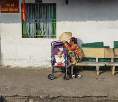 Vietnam ( Philippe L PhotoGraphy ) Tags: soleil mère enfant saigon asiedusudest vietnam capitale asie hôchiminhville hồchíminh vn