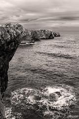 Walking along the cliff... [BW] (David A. y14 ) Tags: espaa seascape rock zeiss canon mar spain espanha europa europe d eu asturias roccia espagne rocher europeanunion llanes rocas spanien spagna ue iberia oceano felsen rocha rots  asturies cantabrico ibero  ibrico iberico unineuropea ibrica eos450d bufones pra costacantabrica klippblock bufonesdepra llams distagon2128ze artigazo walkingalongthecliff
