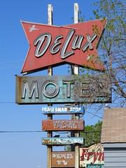DeLux Motel (altfelix11) Tags: southdakota motel neonsign siouxfalls 12thstreet vintagesign vintageneonsign deluxmotel salesmanstop vintagemotelsign oldusroute16 oldushighway16