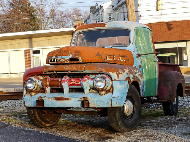 ohio abandoned junk rust silverton cincinnati rusty crusty thompsonsgarage 1951fordpickuptruck