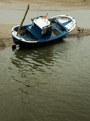 Un barco (Rubn Daz Caviedes) Tags: sea espaa boat mar spain barca barco asturias cantabria ra bayofbiscay marcantbrico tinamayor seainlet