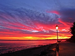La costa al atardecer (Antonio Chac) Tags: sunset espaa art sol atardecer photography mar spain europe arte photos andalucia arena cielo fotos costadelsol puestadesol marbella