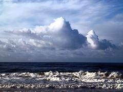 Mar P1040248 (jantoniojess) Tags: sea cloud beach portugal mar wave playa nubes algarve olas ola montegordo paisajemarino