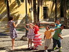 "Spielende Kinder • <a style=""font-size:0.8em;"" href=""http://www.flickr.com/photos/31883529@N00/14230791443/"" target=""_blank"">View on Flickr</a>"
