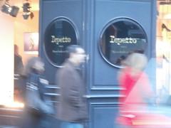 Passy et vai....... (Roberto Urios) Tags: paris shop tienda negozio vetrina magazin vitrine parigi passy