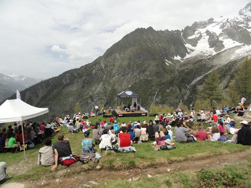 2014 - Chamonix: Kerangal/Echenoz/Bonnefoy La quatorzième édition des Rencontres littéraires en Pays de Savoie s'est déroulée le 7 juin 2014 à Chamonix. Invitée d'honneur : Maylis de Kerangal en compagnie de Jean Echenoz et Miguel Bonnefoy.