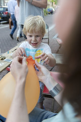 Give me that balloon // BBQ at Bloemgracht (Merlijn Hoek) Tags: boy amsterdam children kid nikon dof child shallowdepthoffield merlijn jochie bloemgracht ventje scherptediepte merlijnhoek nikond800 geringescherptediepte