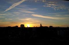 Lev de soleil dans un quartier du mans - sarthe (feriosi72) Tags: ciel nuage levdesoleil