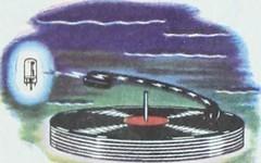 Anglų lietuvių žodynas. Žodis radio-phonograph reiškia radijas-fonografo lietuviškai.