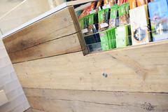 DSC_1952 (fdpdesign) Tags: milano viaorefici negozi locali legno wood tea bubble bubbletea arredamento furniture design bibite food fooddesign shop shops shopdesign cemeto tavole vintage yellow lampade lights tendenze nuove mood concept format mensole