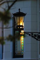 Bleiglasfenster (jueheu) Tags: fenster window unscharf bokeh lampe lamp sonne sun gegenlicht house haus sunlight gelb rot schwarz yellow red black