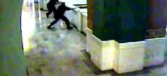 Antes de ser enjuiciado, un hombre se suicida desde el cuarto piso (Video) (conectaabogados) Tags: antes cuarto desde enjuiciado hombre piso suicida video