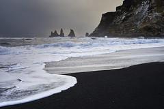 Aiguilles de Vik #2 [ Islande  ~ Iceland ] (emvri85) Tags: islande iceland zeiss 50mm vik plage beach sand sable noir aiguilles hiver winter víkímýrdal vagues waves visipix