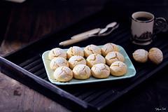 Biscottini al limone e vaniglia (lanaebiscotti) Tags: biscotti cookie limone lemon vaniglia vanilla black flash indoor food sweet cibo dolce zuccheroevelo caffè bianco
