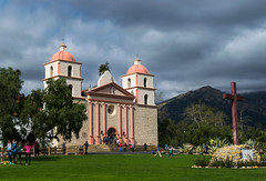 Let's Mingle at the Mission (tquist24) Tags: california nikon nikond5300 oldsantabarbaramission people santabarbara santaynezmountains architecture church clouds cross fence geotagged grass lawn mission mountains sky tourists tree trees vacation unitedstates