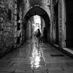 Split, Croatia (pas le matin) Tags: nb bw noiretblanc blackandwhite monochrome city ville split croatia hrvastka croatie europe europa perspective silhouette travel world 7d canon7d canoneos7d eos7d