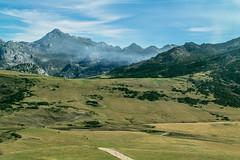 Lagos de Covadonga (Juan R. Ruiz) Tags: lagosdecovadonga lagos lakes asturias picosdeeuropa mountains montañas nature naturaleza europe europa españa spain canon canoneos60d canon60d canoneos eos60d