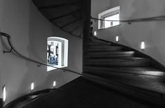 Blue Man (tan.ja1212) Tags: treppenhaus treppe geländer handlauf fenster lampe schwarzweis mann stairs windows lamp monochrom man railing staircase
