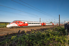 Stealing the limelight (Richard Croft136) Tags: azuma flyingscotsman hst intercity 225 class 91 virgin trains iep east coast vtec fourtrains thesidings york overton