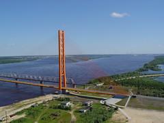 Вантовый мост через реку Обь в Сургуте. Занесен в Книгу рекордов Гиннесса как мост, имеющий самый большой центральный пролет – 408 метров, поддерживаемый одним-единственным пилоном