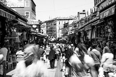 Keep an eye on him (Diego Almazn) Tags: white black turkey istanbul egyptian bazaar