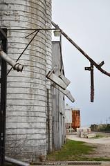 DSC_1900.jpg (johnfromtheradio) Tags: lamp silent elevator grain sandwich chutes ilinois johnhanna