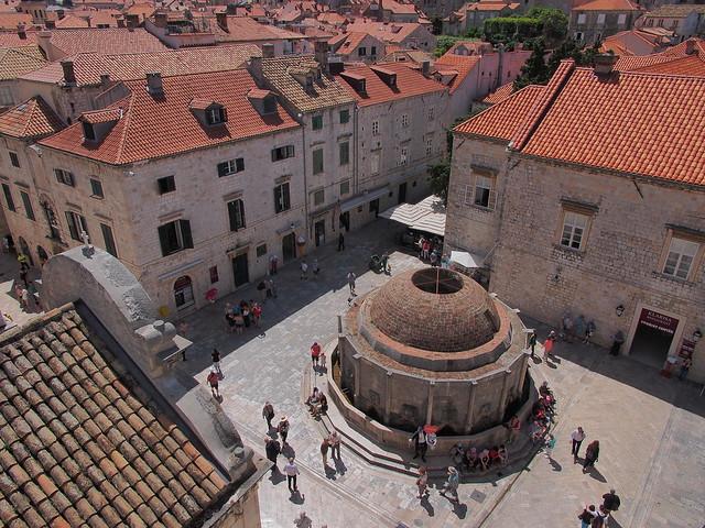 城牆高處俯視歐諾佛利歐水池