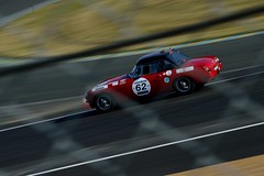 MG B, Le Mans Classic 2014 (Thibault Gaulain) Tags: b france classic rain night nikon pluie racing mg mans le nuit lemans v8 v10 v6 mgb v12 2014 nikond3200 d3200 lemansclassic2014