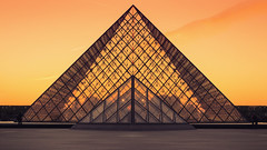 Pyramide Louvre (CreART Photography) Tags: street city travel light sunset shadow urban paris france color art abandoned love beautiful fashion seine canon river dark photography movement model frankreich europa raw ledefrance picture streetphotography frana toureiffel francia pyramide parijs pars  parigi  sena autofocus seineriver riosena laseine louvremuseum pary parys  pariis  excursionboats parizo rosena  fleuvefranais pars creartphotography
