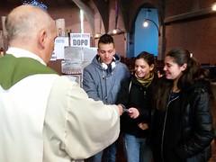 """22.01.2017 al termine dell Messa dell'educazione distribuzione del questionario e consegna delle lettera di Papa Francesco ai giovani in preparazione al Sinodo mondiale • <a style=""""font-size:0.8em;"""" href=""""http://www.flickr.com/photos/82334474@N06/32722093433/"""" target=""""_blank"""">View on Flickr</a>"""