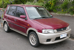 1999 Mazda 121 (DW) Metro BU-X hatchback (wikipediaosx) Tags: fitzroynorth victoria australia