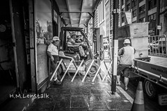 MONO9680 (h.m.lenstalk) Tags: leica monochrome m summilux summiluxm 28 28mm f14 114 11428 asph blackwhite people life street workers worker sydney aussie australia australian newsouthwales