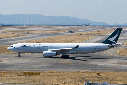 Cathay Pacific B-HLD