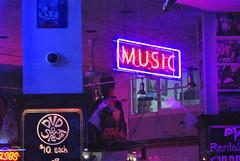 Neón musical (Diego-Guevara) Tags: musicstore vancouver vancouverisland bc victoriabc victoria night violet blue neón neon