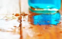 reflet abstrait (Projets photos - +Mon groupe ABCédaire) Tags: abstrait reflet eau table 7dayswithflickr lumière iceday orange photographesamateursdumonde flickrelite flickrelitegroup flickr photo makemesmile nikoneurope 7dwf explorer couleurs bleu ctp