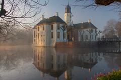 IMG_8919 (chemist72 (Pascal Teschner)) Tags: fog morning sunrise castle groningen outdoor water park reflection canon40d slochteren borg