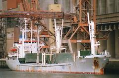 Cargando grano en un rio muy famoso. (mabra68) Tags: buque barco rouen seine karavi bulkcarrier sena