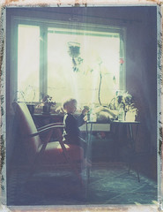 Toipilas (Maija Karisma) Tags: polaroid instant pola littlebitbetterscan polaroid180 661 peelapart expiredfilm roidweek2017