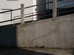 2005-04-01-0106.jpg (Fotorob) Tags: hek lichtschaduw engeland voorwerpenoppleinened muur architecture erfscheiding cornwall anoniem england architectura architectuur stives