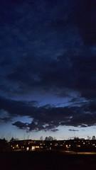 Himmelsvidder (tusenord) Tags: himmel fotosondag urban moln kväll stad fs170423 morkerfotografering night