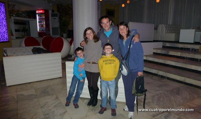 Los cuatro con Mireya después de nuestro cafecito en el centro de Lovech