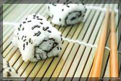 uramaki sushi roll (kelvinj_funlab) Tags: light food black photography natural sesame samsung bamboo funlab nx300 kelvinjong