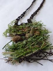 wild meadow necklace (Ines Seidel) Tags: brown green grass necklace natural meadow wiese wither jewelry yarn gras organic grn braun garn weaving schmuck weben welken