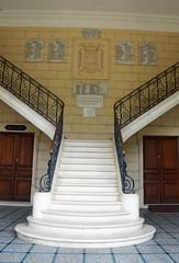 Ornate staircase of the Hôtel de Ville, Castillon-la-Bataille (Monceau) Tags: france staircase hôteldeville castillonlabataille
