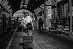 WG14-06-26-3708 (Wilfried Gebhard) Tags: blackandwhite station train streetphotography journey arrivals