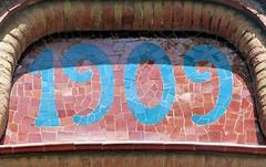 Terrassa - Rambla d'Egara 270 b (Arnim Schulz) Tags: modernisme barcelona artnouveau stilefloreale jugendstil cataluña catalunya catalonia katalonien arquitectura architecture architektur spanien spain espagne españa espanya belleepoque art kunst arte modernismo building gebäude edificio bâtiment faïence carreau glazed tile baldosa azulejos kacheln mosaïque mosaic mosaik mosaico baukunst tiles gaudí pattern deco liberty textur texture muster textura decoración dekoration deko ornament ornamento ceràmica ceramics céramique