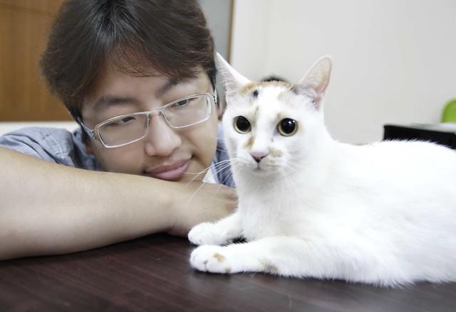 愛貓MOMO的生病,讓奇群科技暨42ARK創辦人宋牧奇下定決心打造『Bistro 貓臉辨識智慧型餵食器』